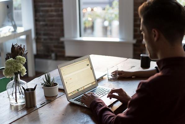 Ives Etienne- Le rédacteur web est un créateur de contenu unique