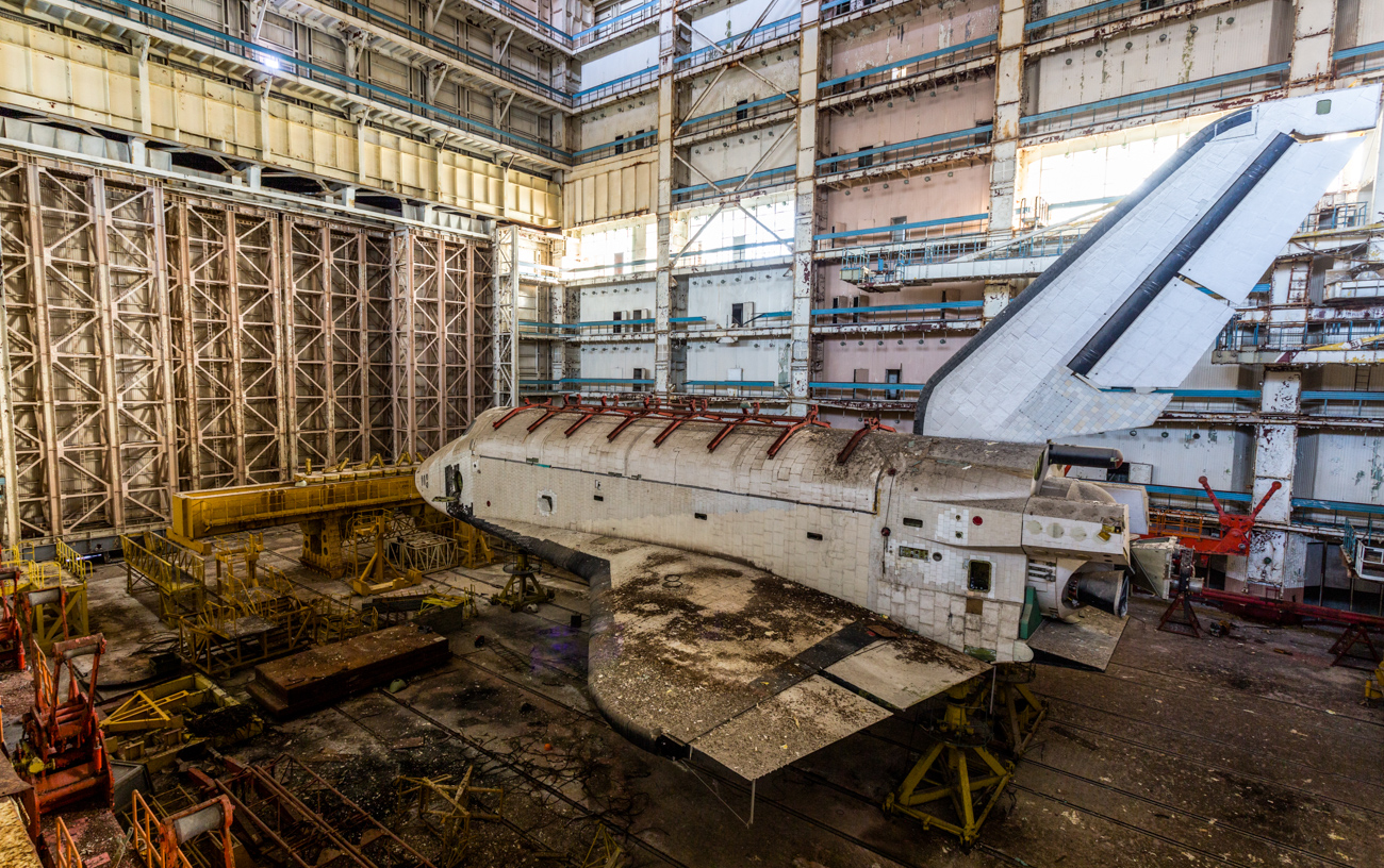 Bourane abandonnée dans un hangar