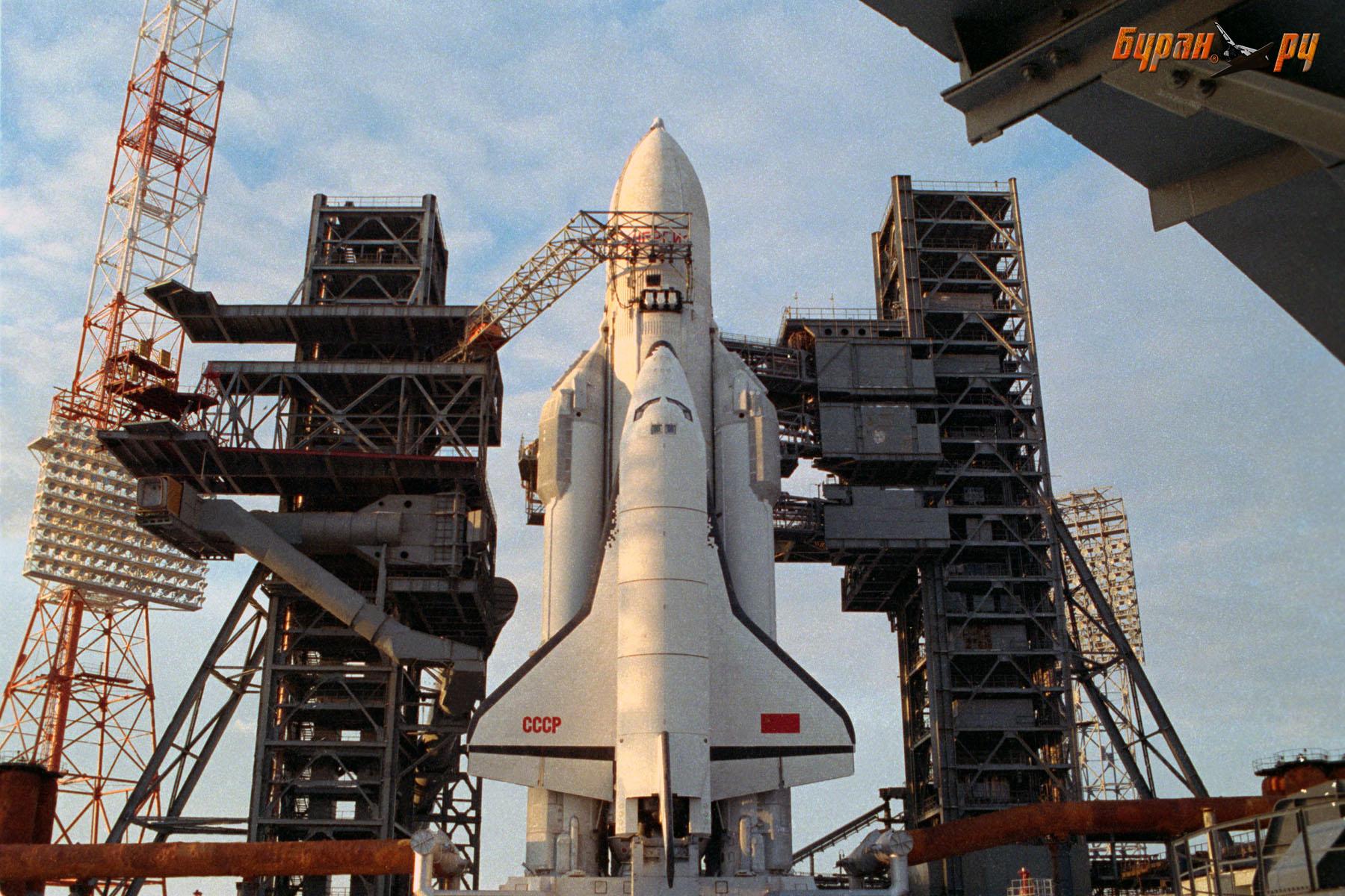 La navette bourane fixée sur le lanceur Energia