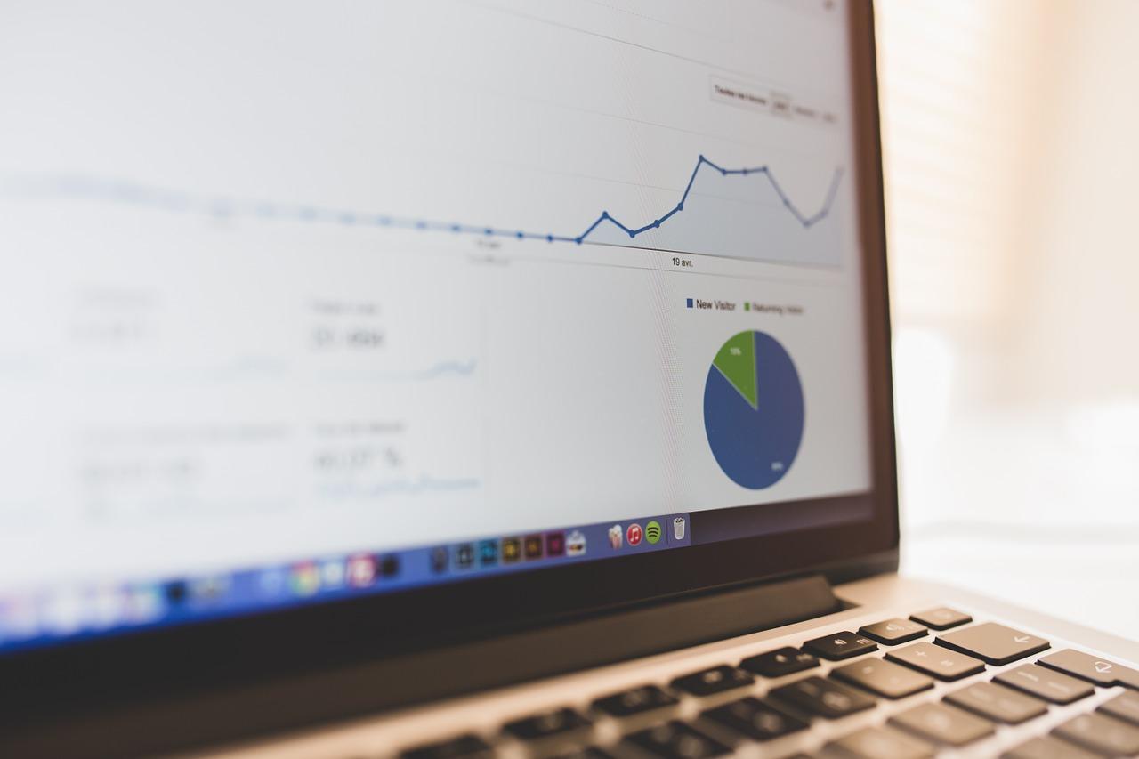 Le rédacteur de contenu web s'active pour améliorer votre trafic
