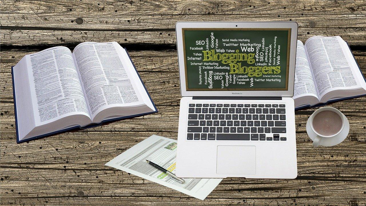 Les articles de blog font partie des contenus régulièrement rédigés par le rédacteur web